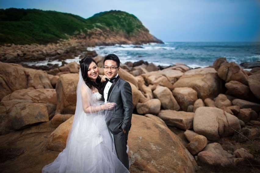 Couples at Shek O-Beach, Hong Kong via:1stjournal.com