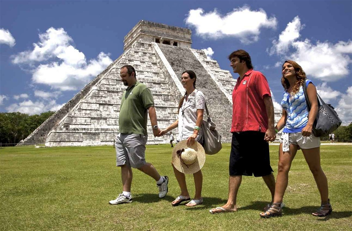 Couples T Chichen Itza