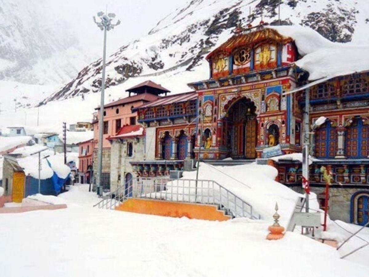 Mesmerizing view of Badrinath Dham with snow capped mountains